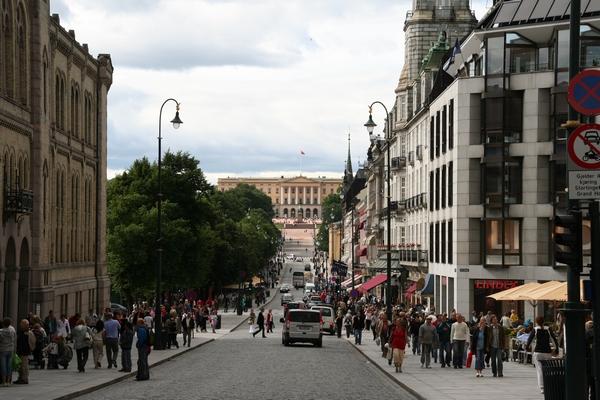 Karl Johans gate in kraljeva palača