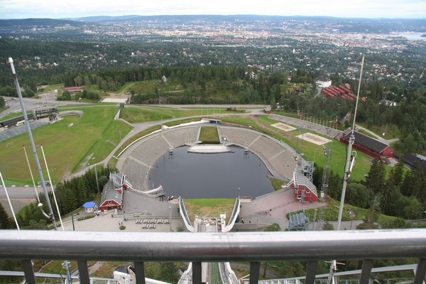 Pogled na iztek skakalnice na Holmenkollnu