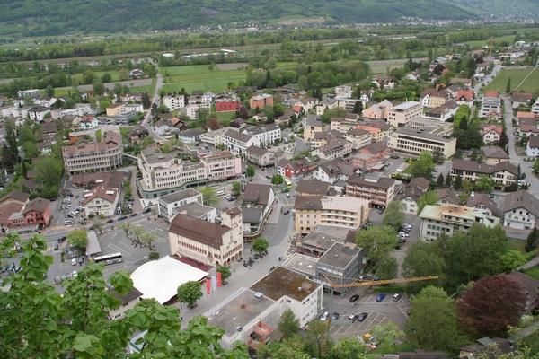 Pogled na Vaduz iz razgledišča pod gradom