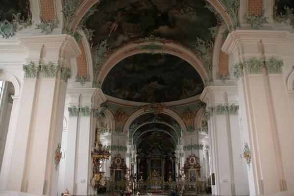 Notranjost nekdanje samostanske cerkve