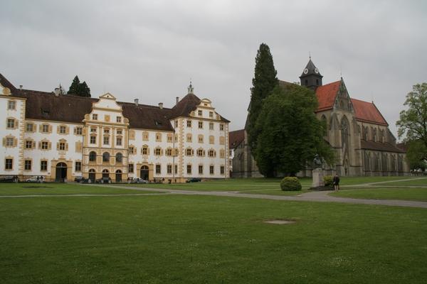 Dvorec Salem in cerkev