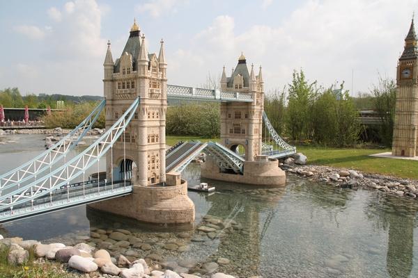 Tower Bridge in Big Ben