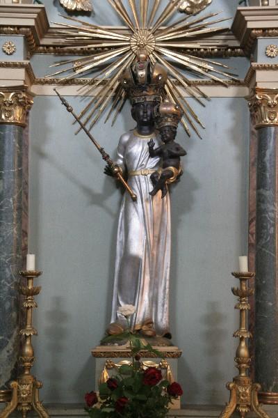 Črna Marija v cerkvi v Apatinu