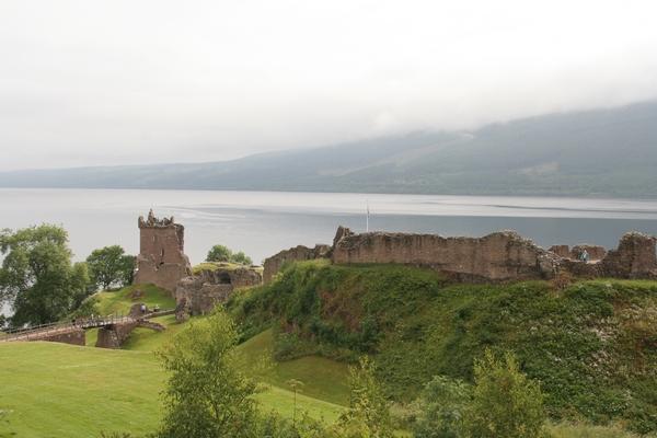 Loch Ness in grad Urquhart