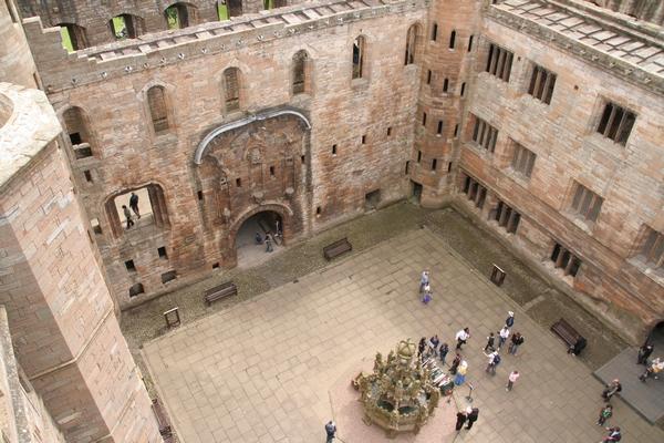 Dvorišče palače s fontano
