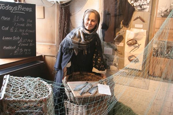 Prodajalka rib v Peoples Story
