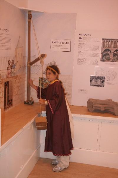 Ko srednjeveška dama raziskuje princip škripca