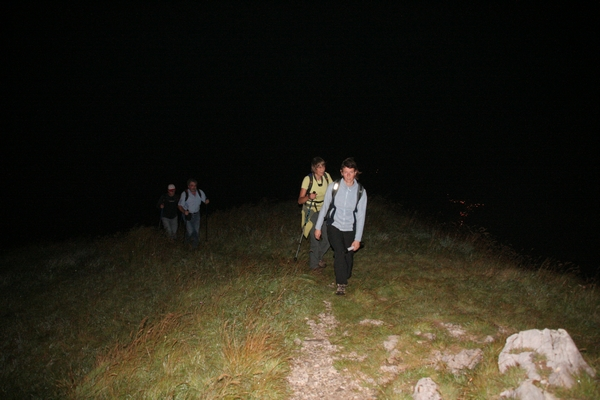 Prihod na vrh, spodaj lučke Cerkna