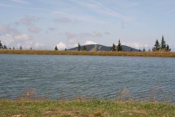 Velika Kopa za jezercem nad Ribniško kočo