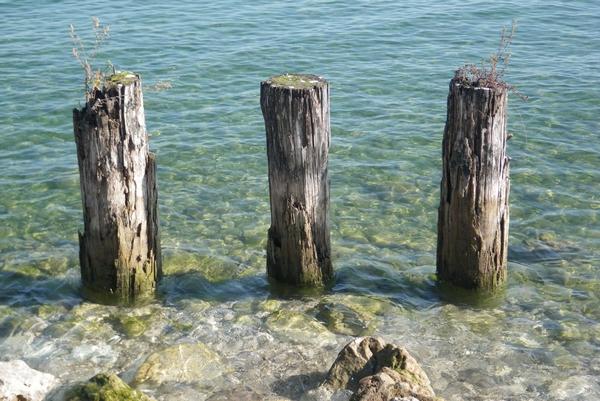 Trije stebri