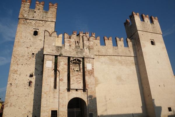 Grad iz sprednje strani