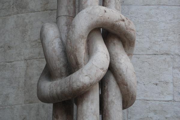 Prepleteni stebri