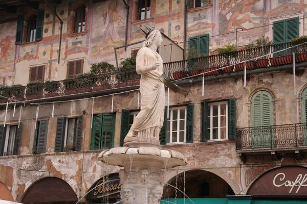Fontana di Madonna Verona na Piazza Erbe