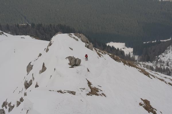 Bojan pri skali na vršnem grebenu