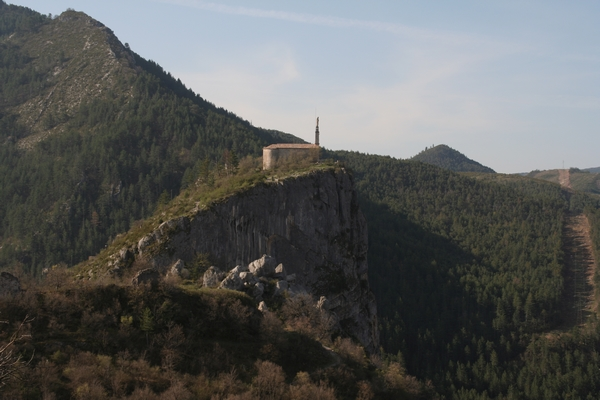 Pogled na kapelo iz sosednjega griča