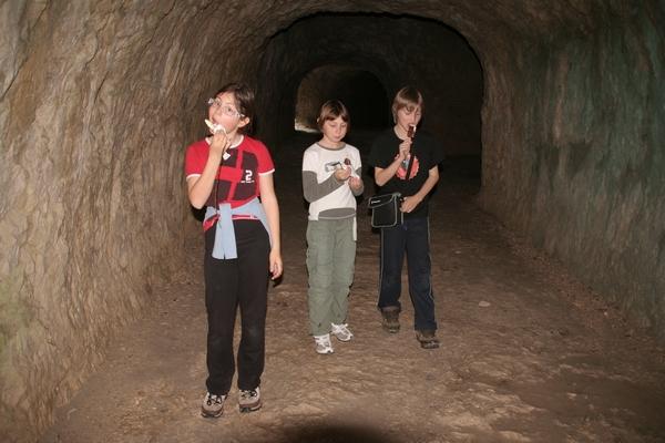 V tunelu smo si svetili z lučkami