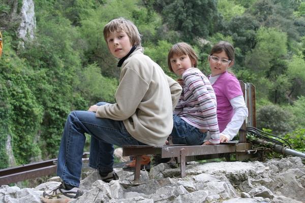 Otroci nad jezerom
