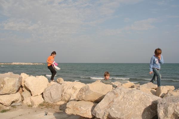 Na obali pred Saintes Maries de la Mer
