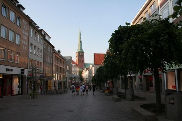 Široka ulica in cerkev St. Jakobi