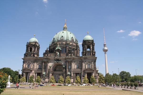 Stolnica in televizijski stolp na Alexanderplatzu