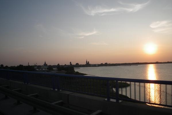 Sonce zahaja v zaliv ob Stralsundu