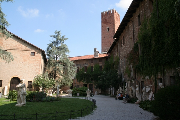 Na dvorišču Castello del Territorio