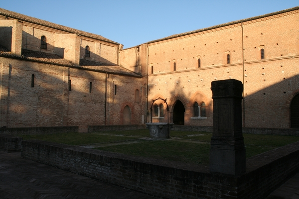 Dvorišče nekdanjega samostana
