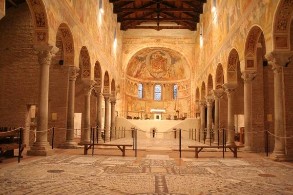 Samostanska cerkev