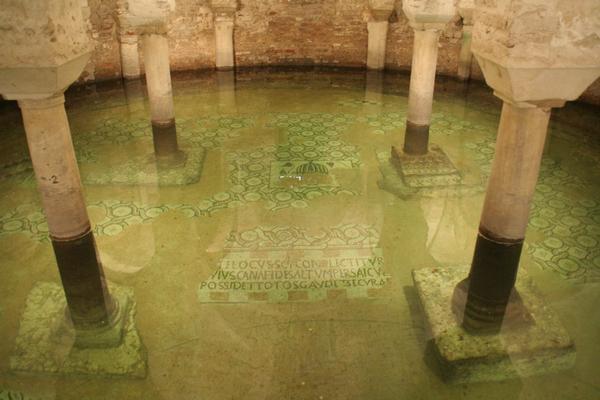 Ostanki mozaikov v Frančiškovi cerkvi