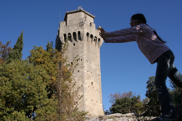 Če tale tatretji stolp malo nagliham...