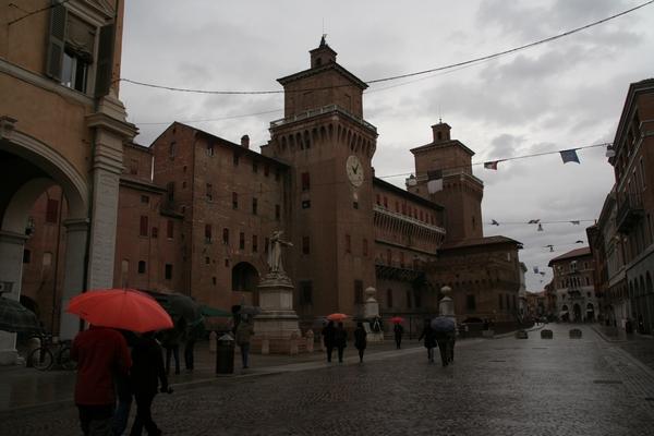 Deževno jutro na poti proti gradu