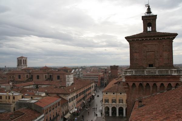 Pogled z levjega stolpa
