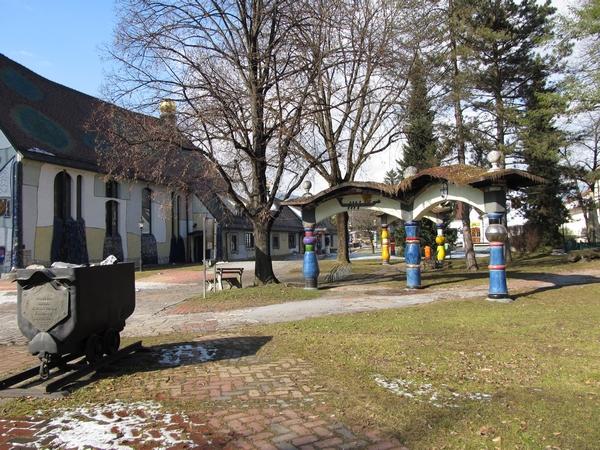 Park pred cerkvijo