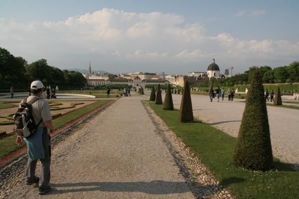 Pogled proti dolnjemu dvorcu