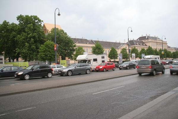 Znani avtodomi na drugi strani ceste