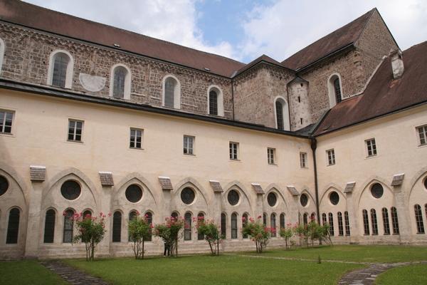 Notranje dvorišče samostana in križni hodnik