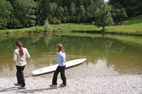 Kot je videti, je jezerce ob parkirišču srfarski raj