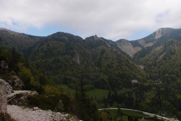 Pogled z Bornove poti na Rjavo peč