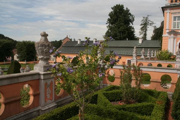 Pogled na grajsko dvorišče