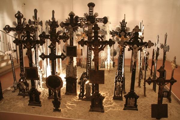 Zbirka nagrobnih križev