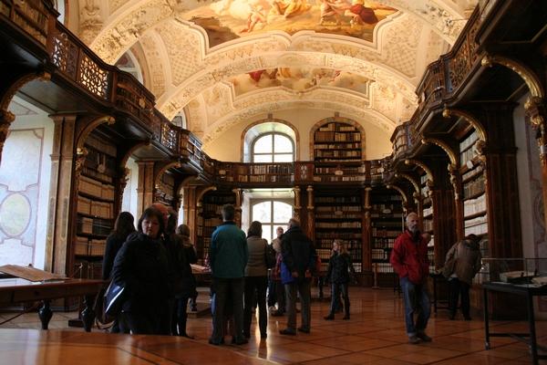 Samostanska knjižnica