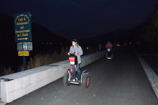 Šibanje z dvokolesniki po promenadi ob Donavi